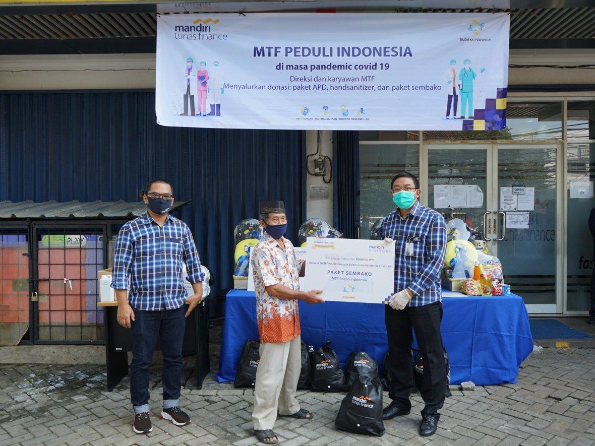 Mandiri Tunas Finance Salurkan Bantuan APD ke RSUP Fatmawati serta Paket Sembako untuk Masyarakat Terdampak Covid-19